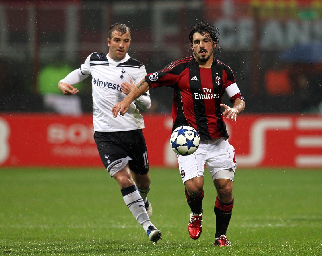 Gattuso in actie als aanvoerder van AC Milan tegen Rafael van der Vaart.