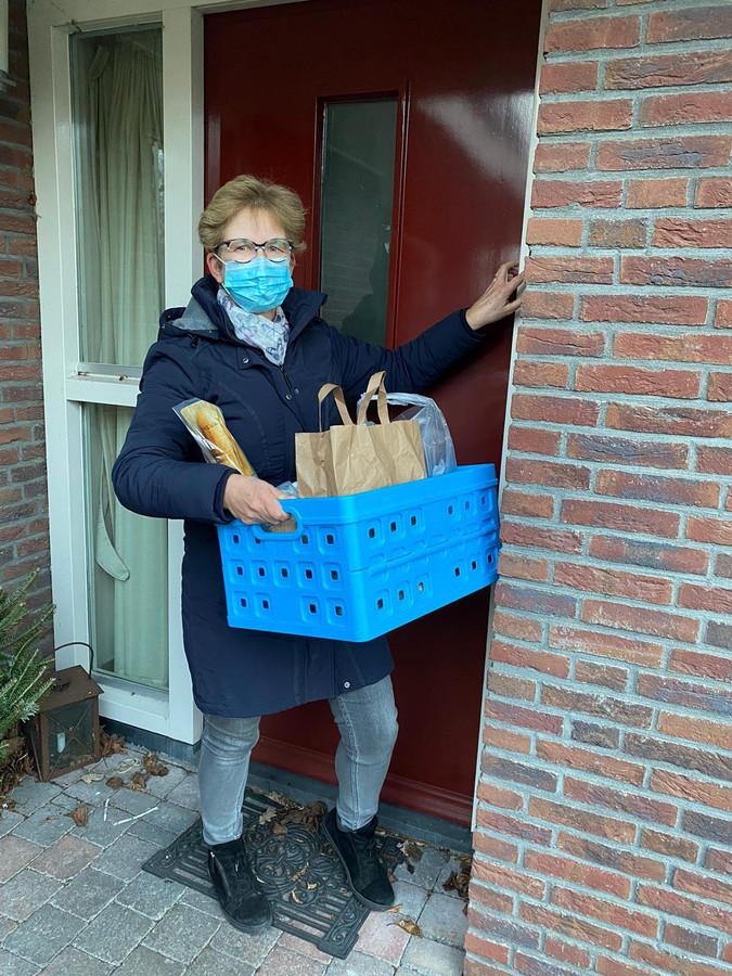 Rina Kuster, begeleider bij AHN. ,,We hebben genoeg vrijwilligers die voor meer mensen de boodschappen willen doen.