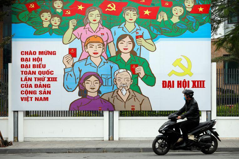 Een propagandaposter voor het congres van de Communistische Partij in Hanoi.  Beeld EPA