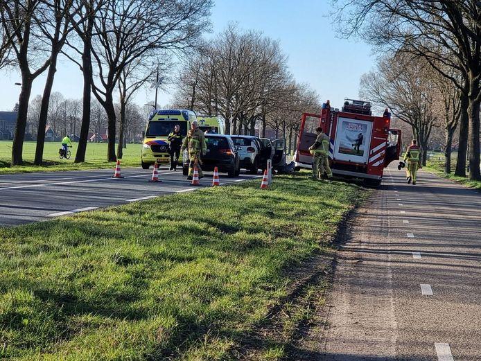 Als gevolg van het ongeluk is de hele weg geblokkeerd.