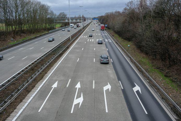 E40 richting Brussel net voor afrit naar R0.