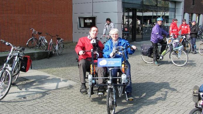 Archieffoto van een eerder verreden tocht van Den Bosch naar Tilburg in het kader van  Hersenletsel on Tour. Doel was de inzameling van geld voor speciale rijwielen voor revalidatiecentra.