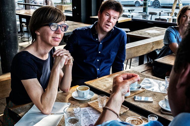 Medeauteur Els Silvrants-Barclay (met toenmalig cultuurminister Sven Gatz) in 2017. Beeld Tim Dirven