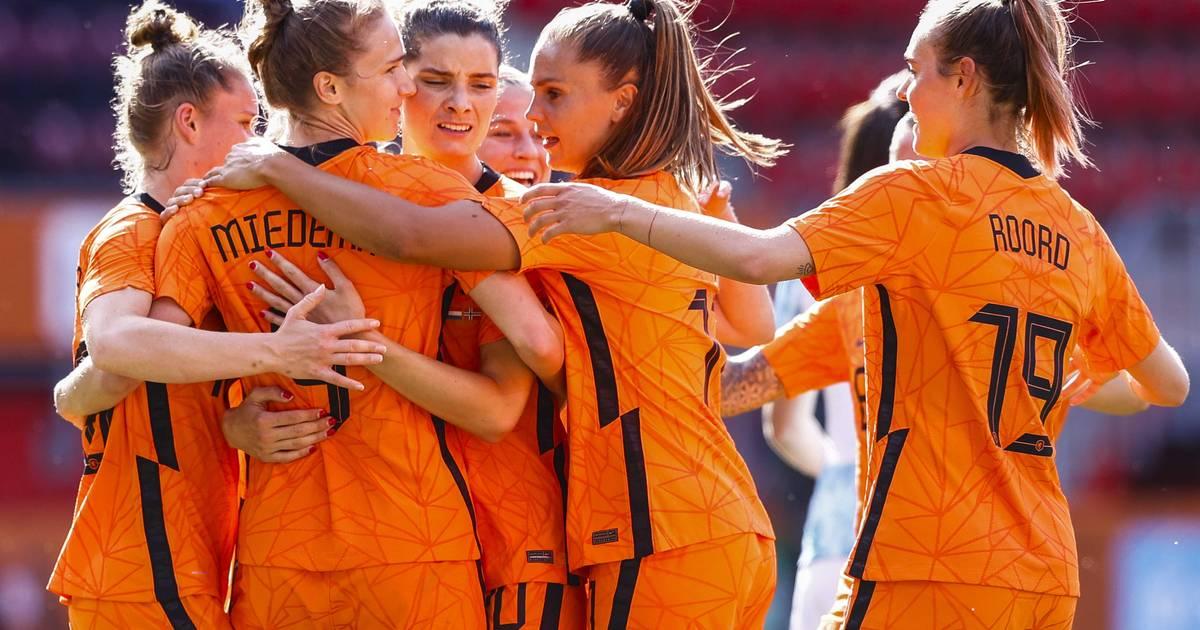 Uitzwaaiwedstrijd Leeuwinnen In Zwolle Voor Het Eerst Weer Voor Volle Tribunes Zwolle Destentor Nl