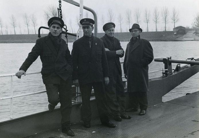 De laatste Ravensteinse veermannen v.l.n.r.: Nol van Zwam, Jan Kuipers, Piet de Vocht en Wim Ariens (1975)