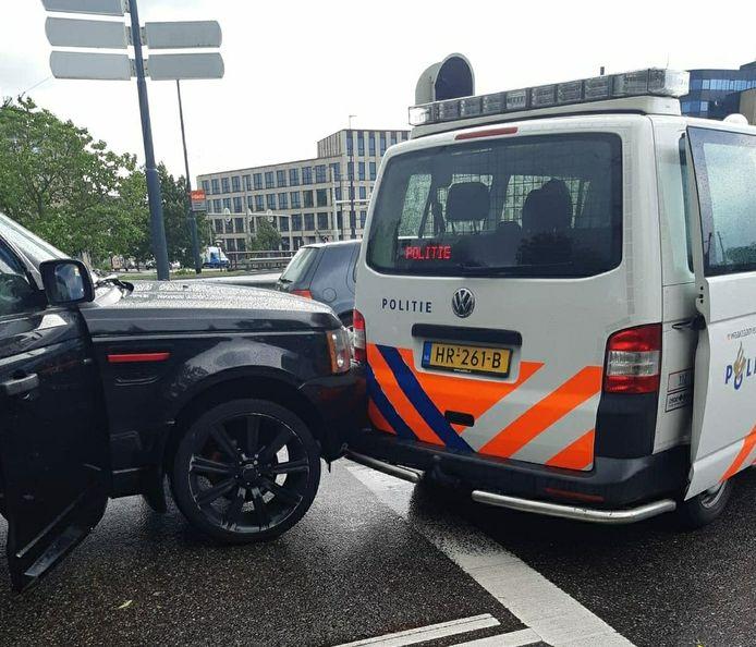 De gestolen wagen is tot stoppen gedwongen in het centrum van Arnhem.