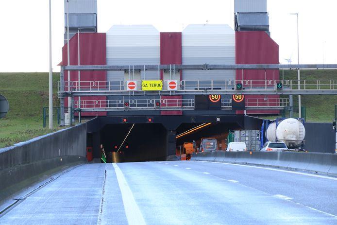 De Liefkenshoektunnel richting Nederland zal tussen 21 uur en 5 uur afgesloten zijn voor het doorgaand verkeer.