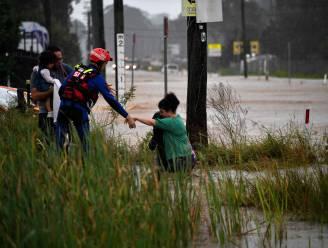 Evacuaties in Sydney vanwege overstromingen: hele huizen drijven weg