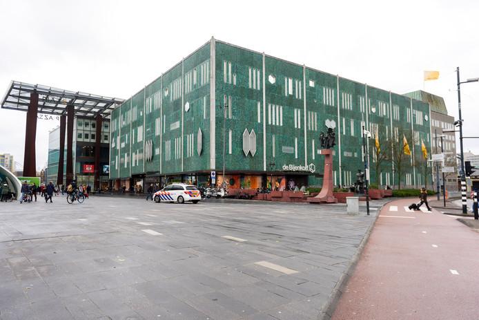 De karakteristieke gevel van de Bijenkorf in Eindhoven