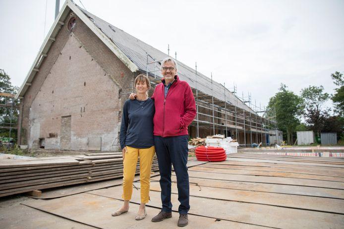 Michiel Deturck en Liselotte Baeijaert willen naast hun villa Mon Plaisir een centrum realiseren waar mensen met een kleine portemonnee zich persoonlijk kunnen ontwikkelen.