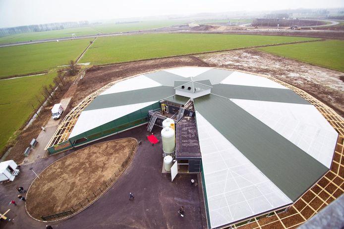Technologische ontwikkeligen, zoals de nieuwe rondeel-stallen voor kippen, houden vaart in de Regio FoodValley.