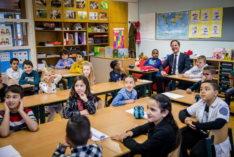 Premier Rutte bezoekt basisschool De Kameleon in Den Haag in 2017. Beeld EPA