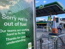 Britse benzinecrisis duurt voort: Johnson overweegt militairen in te zetten voor bevoorrading