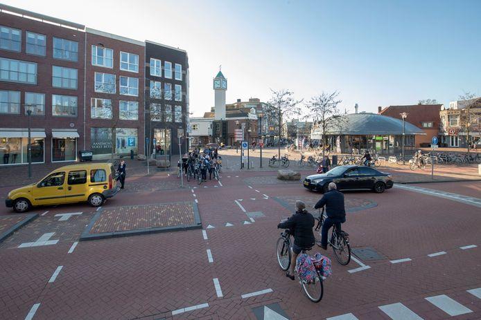 Het Verlaat en Zwaaiplein in het Veenendaalse centrum, tot 1960 liep hier de gemeentegrens en provinciegrens tussen Stichts Veenendaal en Gelders Veenendaal.