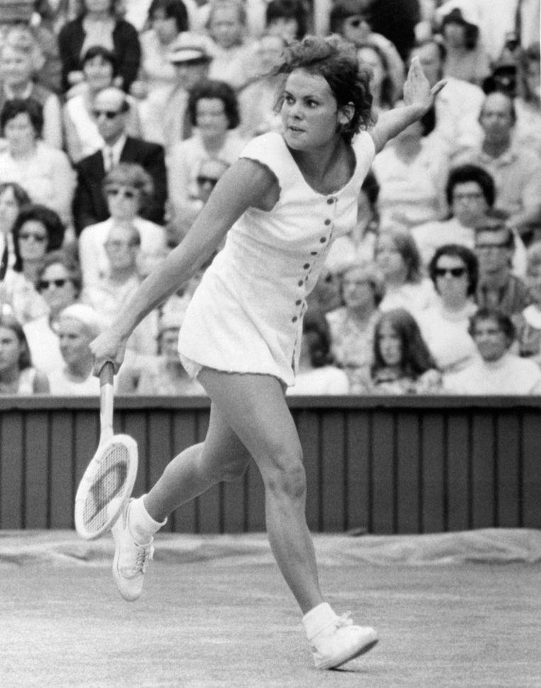 De Australische Evonne Goolagong in actie op Wimbledon 1971.