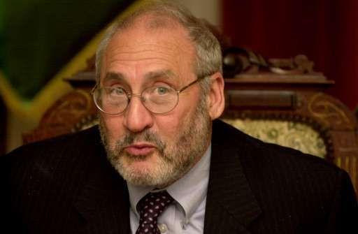 """""""On met les placements à risque entre les mains des contribuables"""": comme aucun investisseur privé ne veut des placements à risque, """"on les colle au contribuable, c'est monstrueux"""", a jugé le prix Nobel d'économie 2001."""