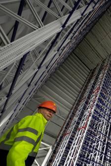 ASML complex in Veldhoven is Eiffeltoren aan staal en drie zwembaden beton