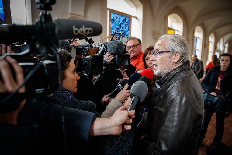Advocaat Filip Van Hende spreekt met de pers na afloop van de pleidooien. Beeld BELGA
