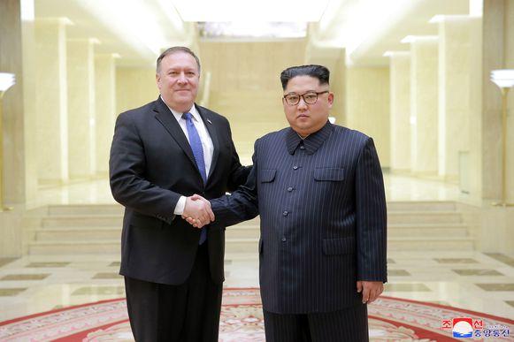 De Amerikaanse minister van Buitenlandse Zaken Mike Pompeo zal donderdag naar Noord-Korea reizen om er Kim Jong-un te ontmoeten. Dat zegt de woordvoerster van het Witte Huis, Sarah Sanders. Pompeo en Kim Jong-un ontmoetten elkaar voor het eerst in mei van dit jaar.