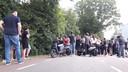 Jongeren komen samen op de Cranenburgseweg in Groesbeek.