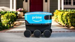 Maak kennis met Scout: Amazon begint proef met zelfrijdende robot-pakketbezorgers