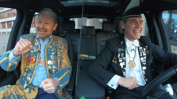 Burgemeester Patrick Welman te gast in de taxi bij chauffeur Koen Groenewold.