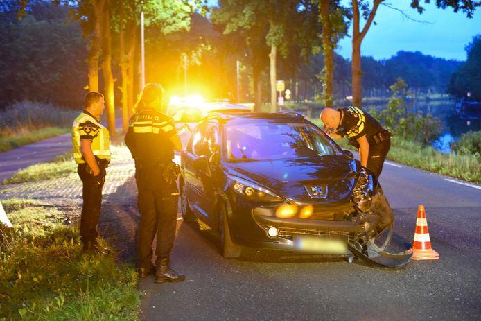 De auto werd achtergelaten op de Straatweg in Maarssen.