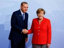 """Merkel dit avoir de """"profondes divergences"""" avec Erdogan"""
