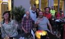 Piet den Boer en enkele vrienden aan het feest in hotel Van der Valk.