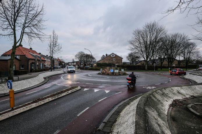 De rotonde Wilhelminastraat-Willibrordusweg in Didam.