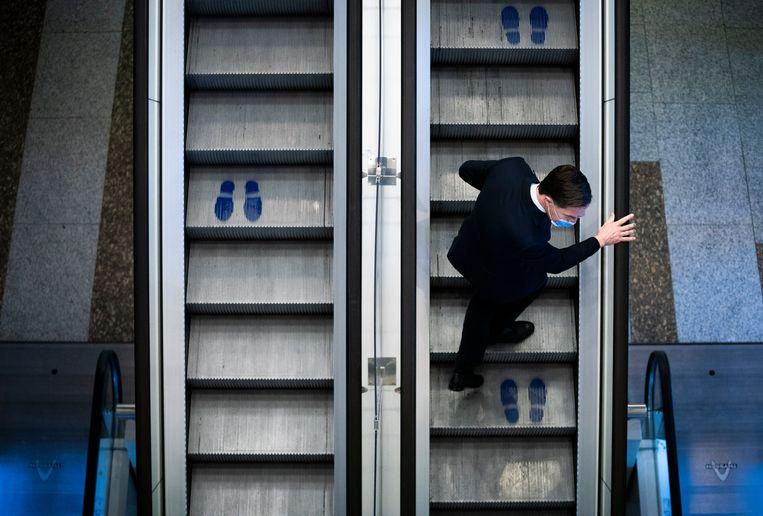 Na aandringen van de Kamer zegde demissionair premier Mark Rutte toe dat de bibliotheken volgende week al open kunnen gaan, mits de ziekenhuiscijfers dat toelaten. Beeld Freek van den Bergh / de Volkskrant