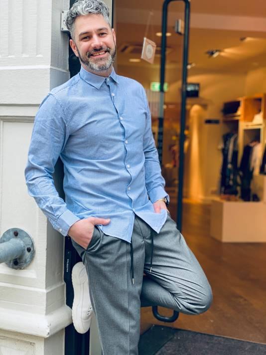Ook Tjerk treedt dezer dagen op als model voor de eigen kleding.