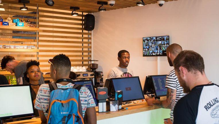 In juli is na een procedure van 17 jaar de eerste coffeeshop in Zuidoost geopend. Een tweede moet volgen. Beeld Mats van Soolingen