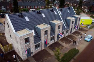 Enkele van de vijftien nul-op-de-meter-woningen woningen op het terrein van de oude Willem-Alexanderstraat.