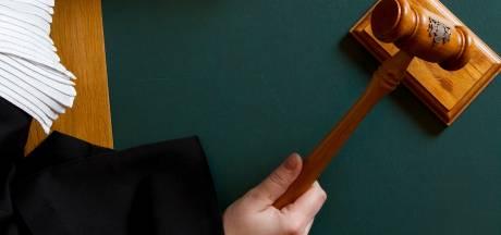 Verdachten van geweld tegen journalist op Urk voor de rechter