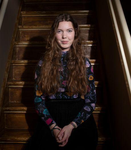 Singer-songwriter Maya mag het podium weer op: 'Zonde om mijn leven te laten leiden door angst om weinig geld te verdienen'
