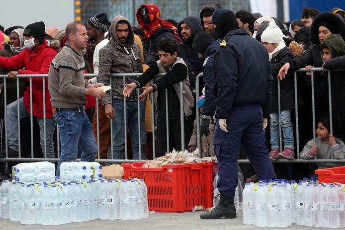 Nieuwe asielzoekers komen begin maart aan op Lesbos, nadat de Turkse president Erdogan de Turkijedeal opschortte.