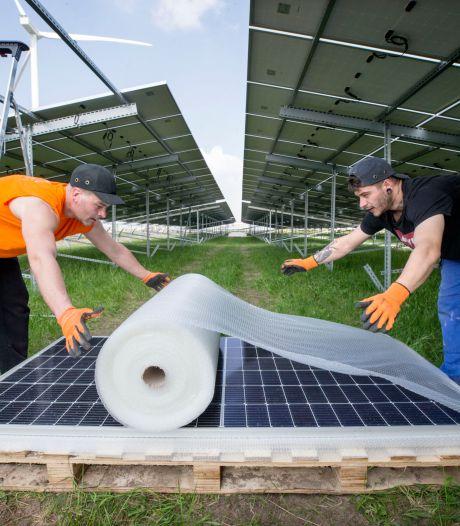 Engie haalt beschadigde panelen weg van zonnepark op Moerdijk: 'Nog tijd nodig voor onderzoeken'