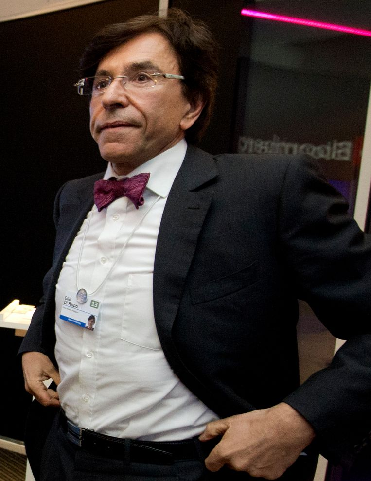 Premier Di Rupo, deze ochtend nog lovend over de situatie in ons land, keert vervroegd uit Davos terug wegens de problemen bij ArcelorMittal. Beeld BELGA