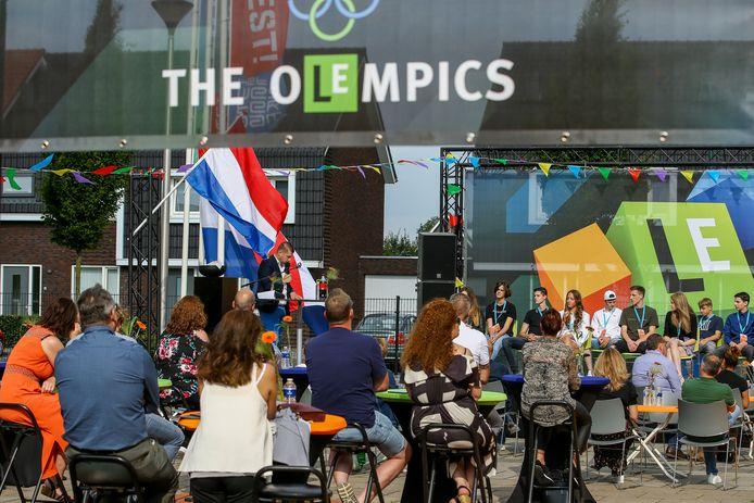 ELST:  Diplomauitreiking van de MAVO-leerlingen aan het Lyceum in Elst geheel in de sfeer vd Olympische Spelen   De Gelderlander DGFOTO BETUWE DHFOTO
