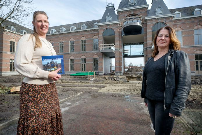 Het GGz-terrein in Etten-Leur krimpt tot een derde van zijn oude omvang, omdat een deel van het terrein is afgestoten en nu wordt ingezet voor nieuwbouw. Initiatiefneemster Carola Franken en maakster Suzanne Oord met hun boek over de geschiedenis van de instelling.