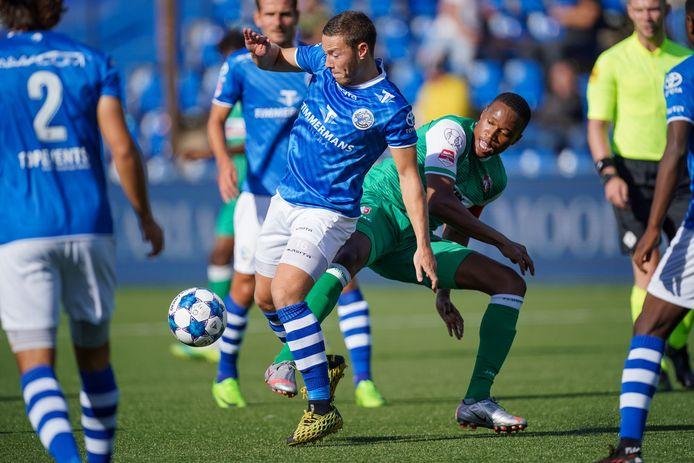 Steven van der Heijden, hier aan de bal in de gewonnen thuiswedstrijd tegen FC Dordrecht (6 september, 2-1), is de enige van de geblesseerden van de afgelopen weken die weer terugkeert in de wedstrijdselectie van FC Den Bosch.