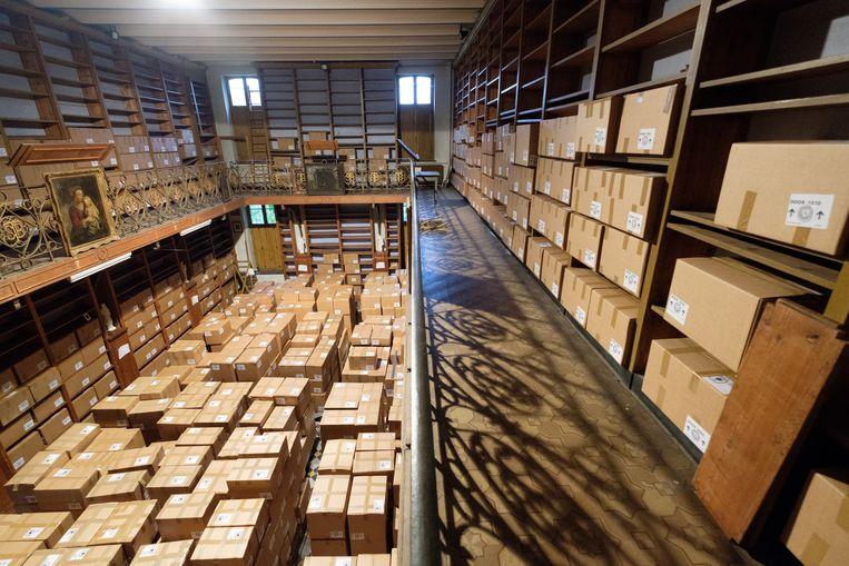 De boeken van de bibliotheek van de Sint-Bernardusabdij van Bornem, verpakt in dozen en klaar voor hun verhuis naar het erfgoeddepot.