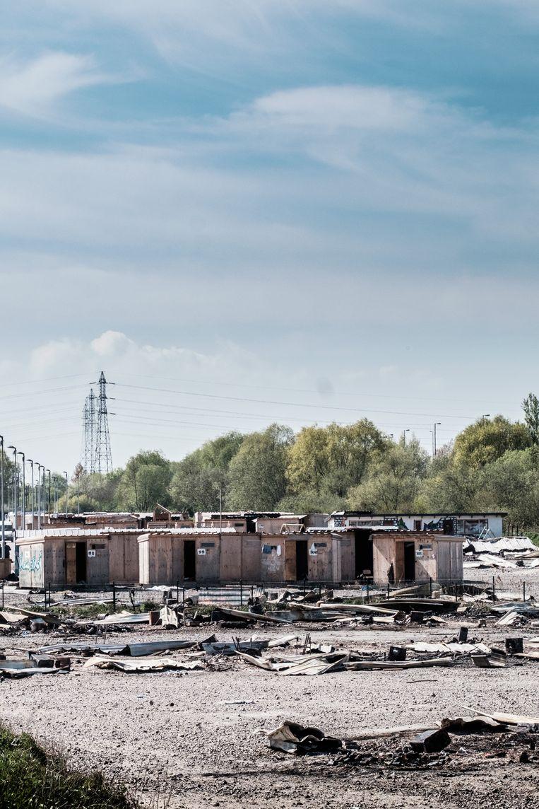 De platgebrande shelters waar gezinnen woonden. Beeld Bob Van Mol
