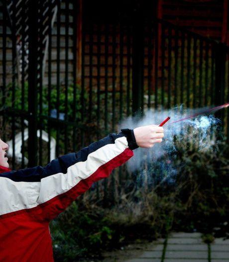 Agenten openen jacht op afstekers vuurwerk