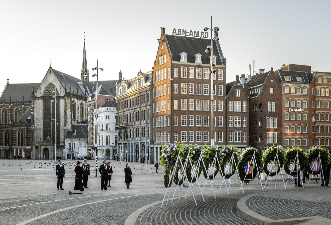 Op de Dam in Amsterdam werd dit jaar bij de Nationale Dodenherdenking voor het eerst ook een krans gelegd speciaal voor de slachtoffers van het bombardement op Nijmegen op 22 februari 1944. Tot verrassing van velen in Nijmegen.