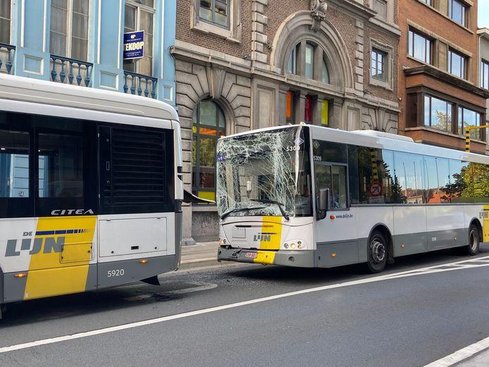 De bussen raakten zwaar beschadigd