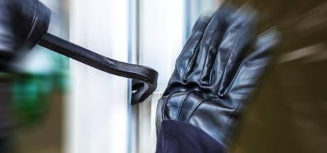 Politie: 'Aantal inbraken in schuren Hellevoetse wijk aanzienlijk gestegen'