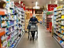 VVD Tilburg bezorgd over drukte in supers: 'Regels worden niet goed nageleefd'