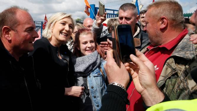 Le Pen zet Macron te kijk tijdens campagne